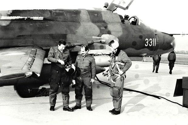 Piloti pplk. Hendrych a mjr. Pornecký u  SU-22.