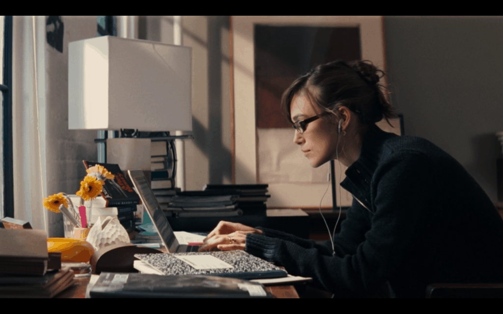 dívka u počítače
