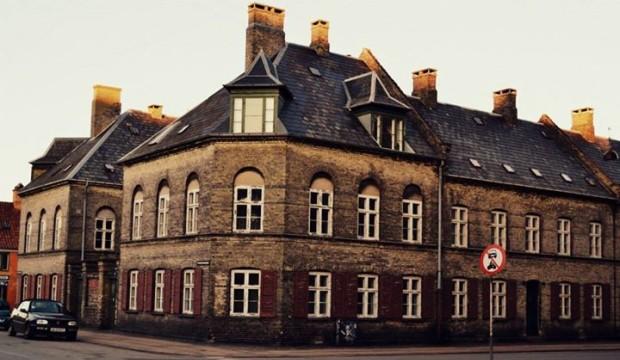 Hlavní město Dánska je plné kamenných domečků. Připomínaly nám domy v Británii.