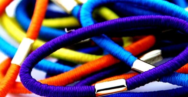 Pokud chcete mít barevnou gumičku, tak v barvě oblečení.