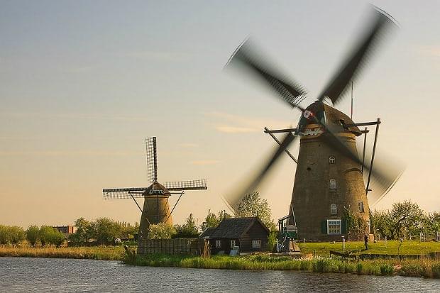 Větrný mlýn v Kinderdijk-Elshout.