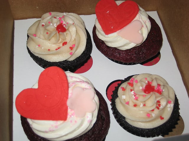 """Každý cupcake se dá """"zamilovaně"""" ozdobit."""