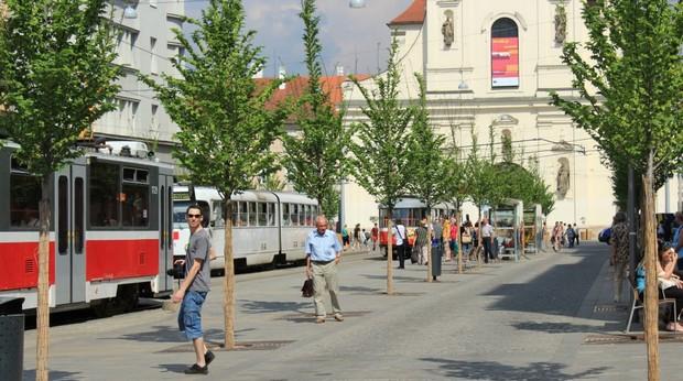 Ulice Joštova nedávno prošla rekonstrukcí.