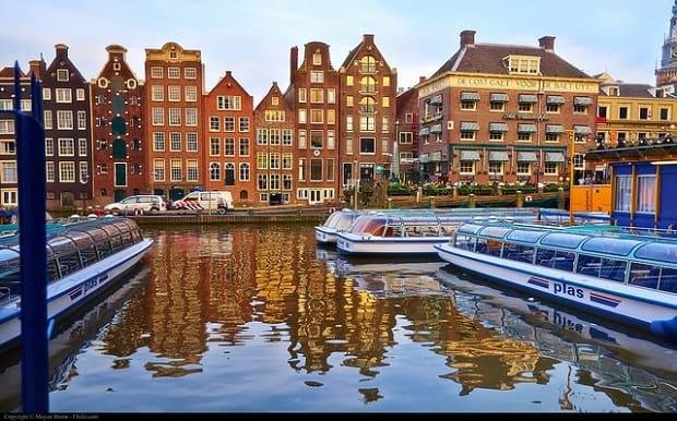 Amsterdam oplývá svým vlastním nevšedním kouzlem.