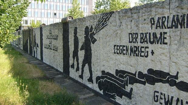 Berlínská zeď nerozdělovala jen na povrchu, ale i pod ním.