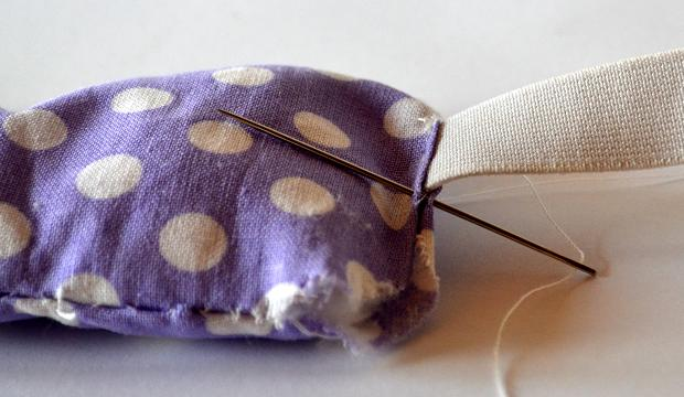 Prádlovou gumu je z estetického hlediska dobré ladit s barvou látky.