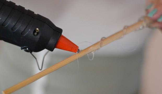 Otáčením hůlky vytvoříme spirálové zdobení.