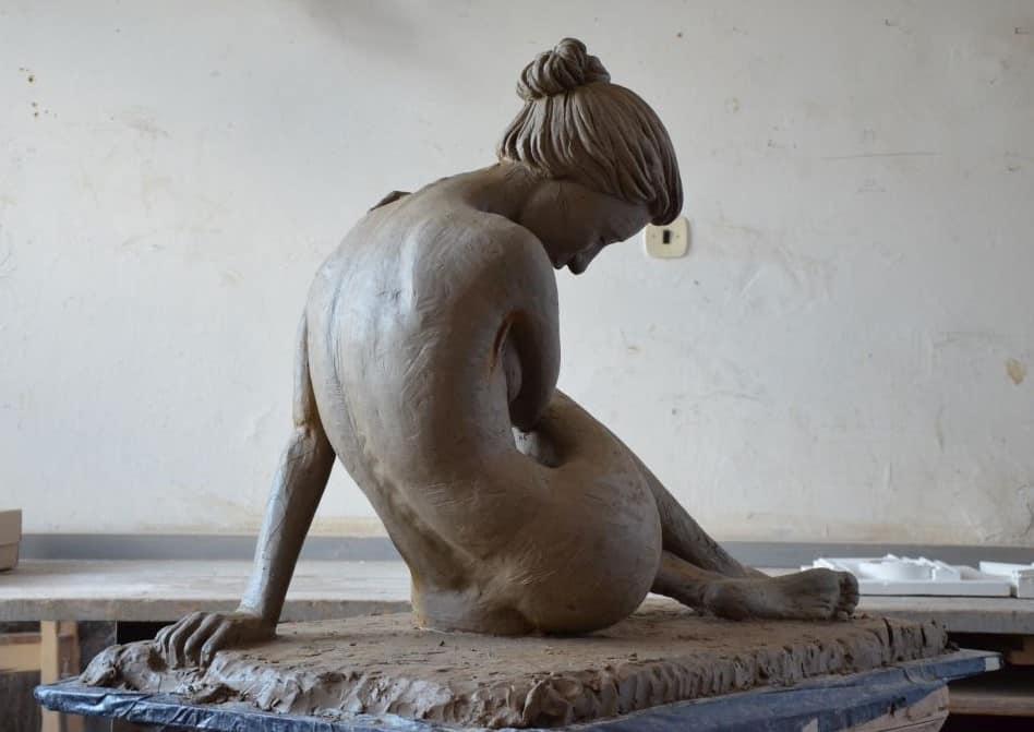 Jedna z dalších Adamových soch.