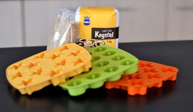 Vše, co je k výrobě vlastních barevných cukříků potřeba.