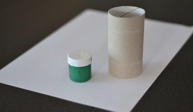 Pro výrobu dárkového papíru potřebujeme...