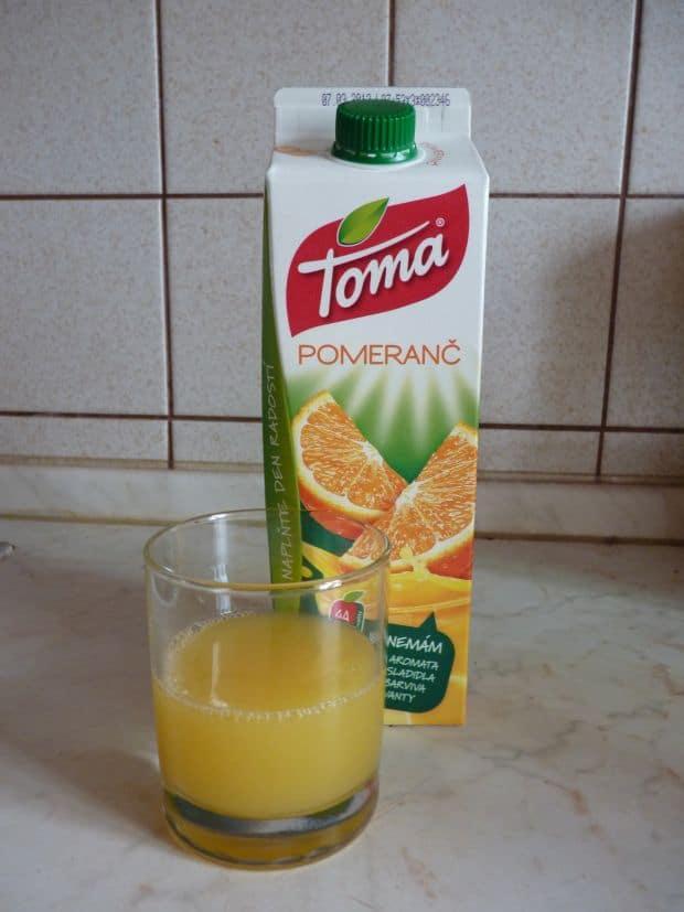 Toma pomeranč.