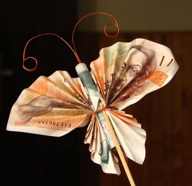 motýl z peněz