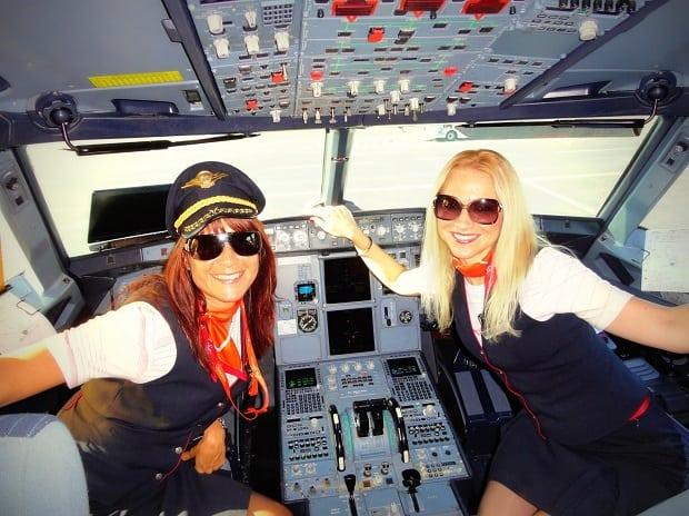 S kolegyní v pilotní kabině.