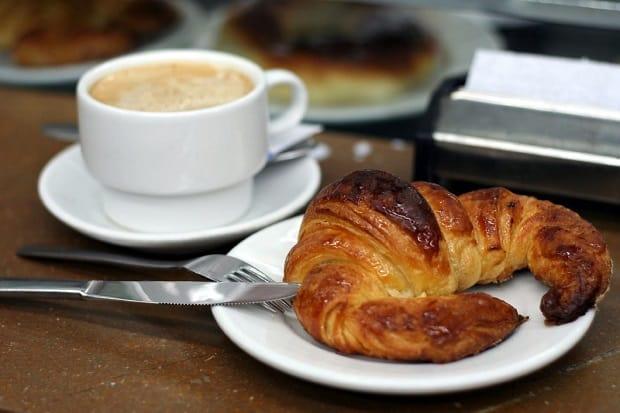 Croissant je nedílnou součástí francouzské kuchyně.