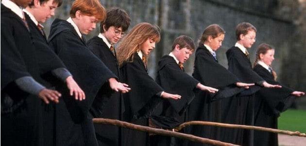 Harry a jeho spolužáci v prvním dílu.
