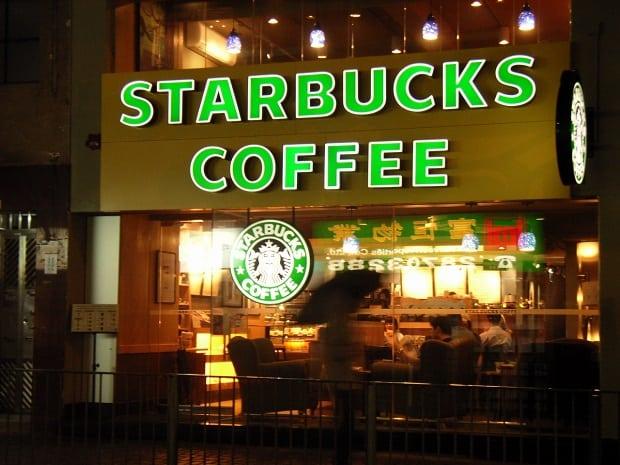 Jedna ze Starbucks kaváren.
