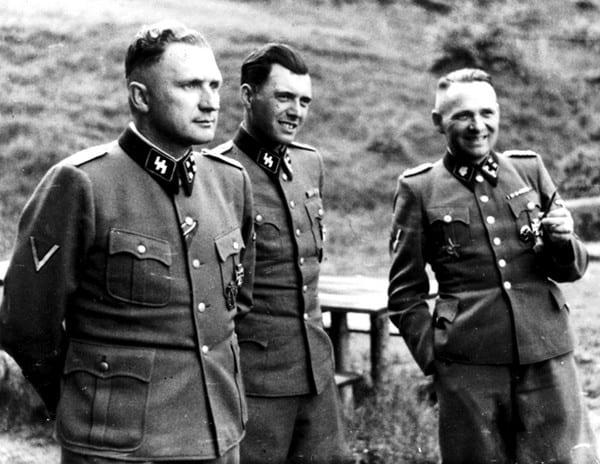 Richard Baer, Dr. Josef Mengele and Rudolf Hoess (zleva)