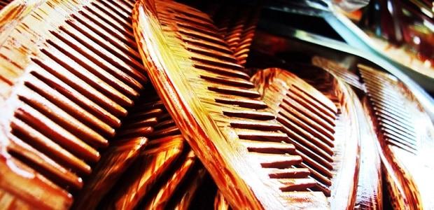 Jednořadový hřebínek nebo speciální tupírovací hřeben jsou skvělými pomocníky.