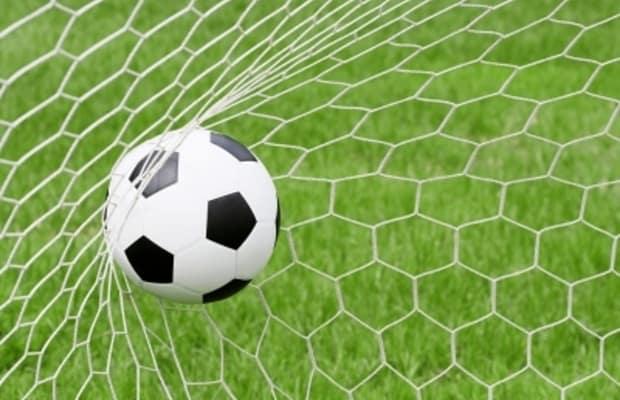 ...a fotbal vášní mužů.