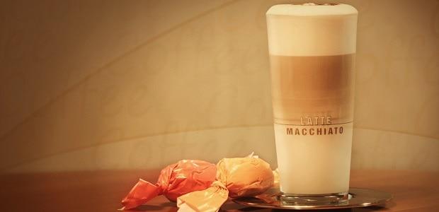 Latte macchiato by mělo mít oddělené vrstvy mléka a kávy.