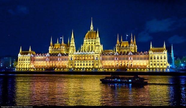 Honosné budovy Parlamentu.