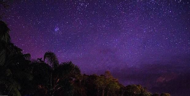 Během noci pod širým nebem si toho můžeme hodně uvědomit.