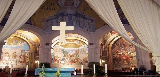 Krásná katedrála láká poutníky.