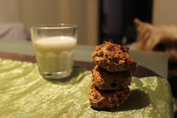 Můžete si doma zkusit upéct zdravé sušenky z ovesných vloček.