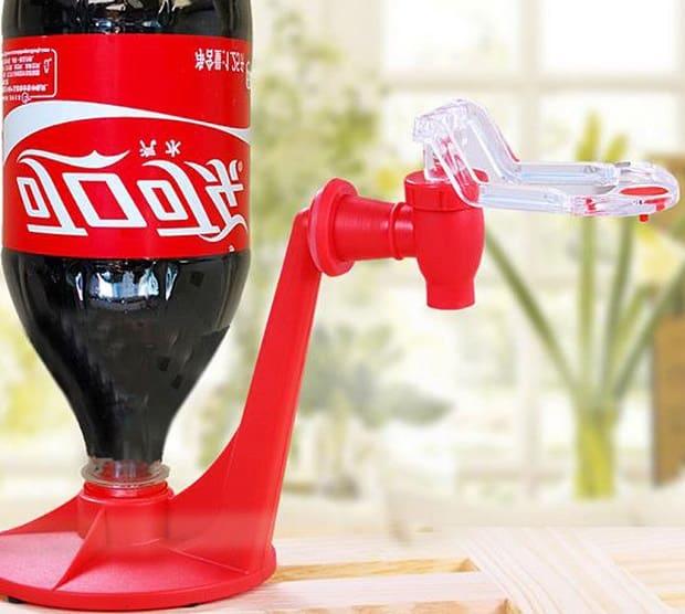 Načepujte si z flašky CocaColu.