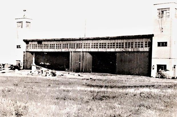 Hangár po výbuchu.