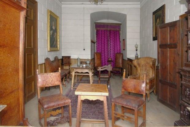 Interiér zámku Žleby - pracovna knížete.