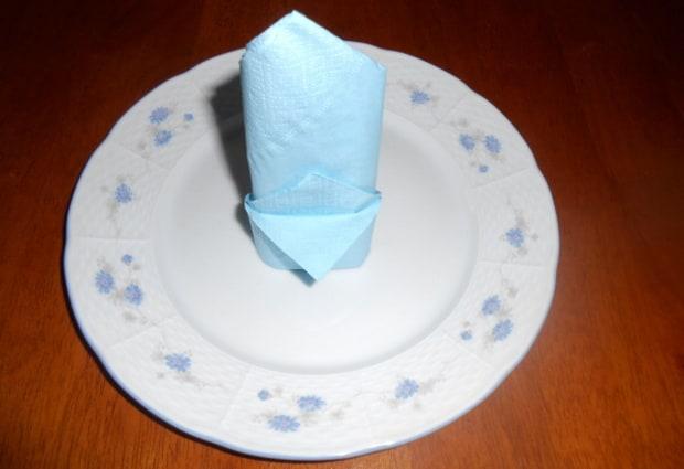 Ubrousková čepice vypadá na talíři hezky.