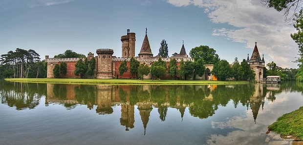 Vodní zámek Franzensburg.
