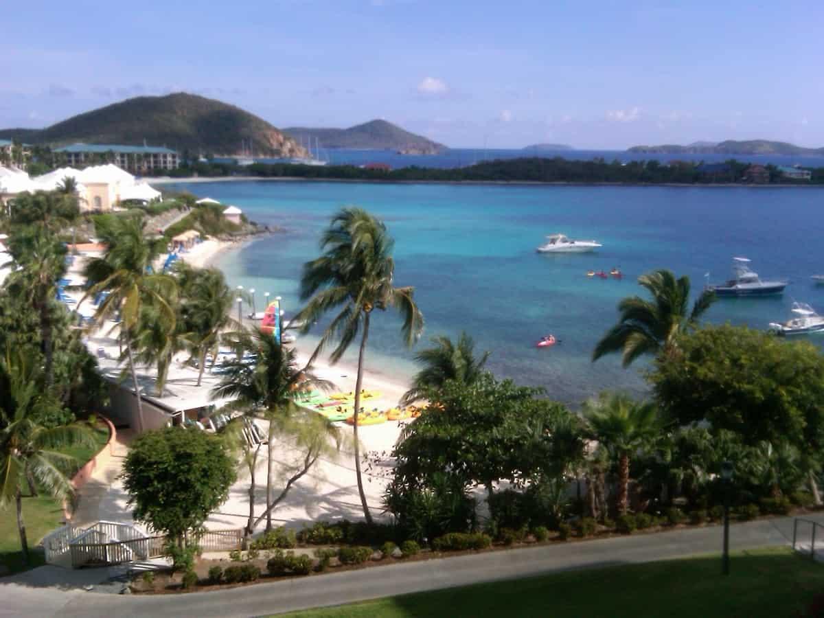 Na pláži v Panenských ostrovech se točila nejedna romantická scéna.