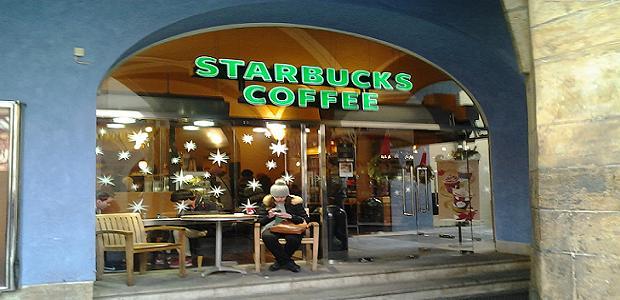 Starbucks Coffee - Staroměstské náměstí.