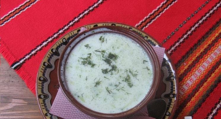 Tarator je podobný polévce gazpacho.