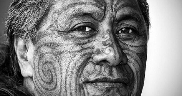Maorské obličejové moko.