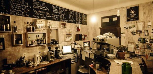 Punkový bar kavárny Tři ocásci.