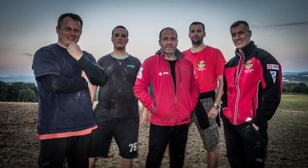 Tým ZO 7-02 Hranický kras, zleva: David Čani, Viktor Krmelín, Krzysztof Starnawski, Vladan Žůrek a Grzegorz Rutkowski.