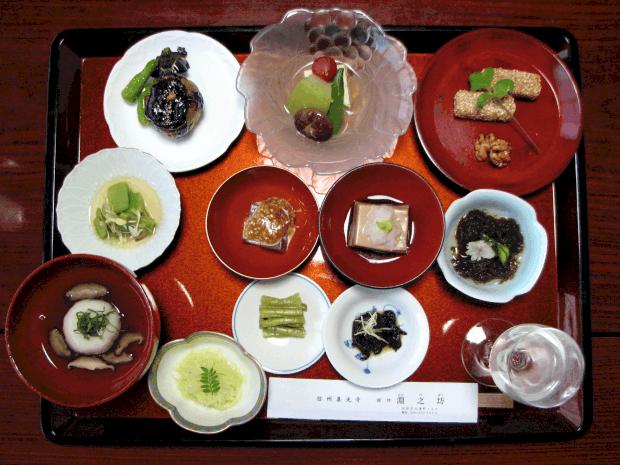 Vegetariánská večeře v japonském buddhistickém chrámu.