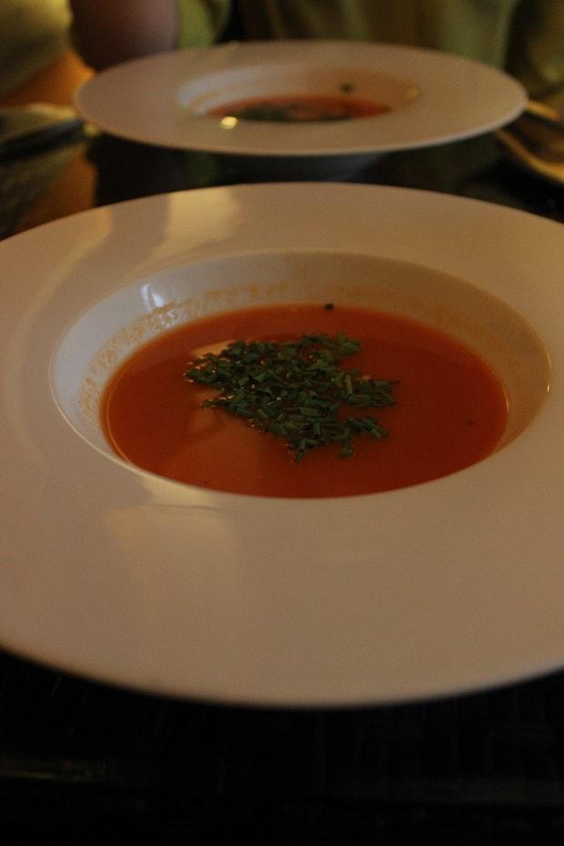 Návštěva raw restaurace a mrkvová polévka z poledního menu.